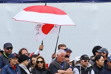 日の丸デザインの傘、…