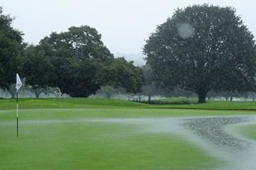 大雨により早々に翌日…