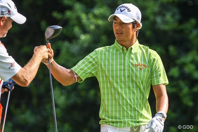 石川遼は14番で1オンに成功すると、キャ