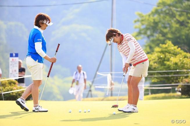 姉の晃子(左)と妹の浩子(右)。この日の