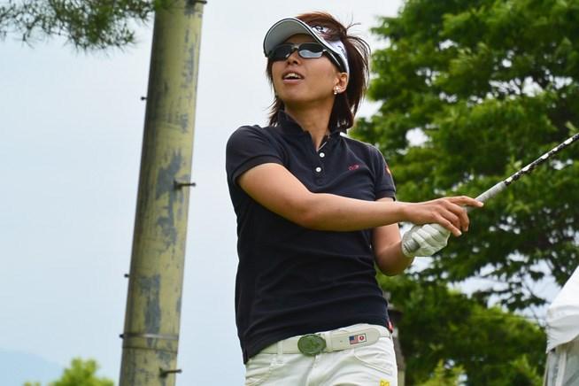 山下乃子が3日間大会の初日を首位タイで終