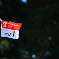 きょうは風が強く試合が荒れた 2015年 ブリヂストンオープンゴルフトーナメント 最終日 ピンフラッグ