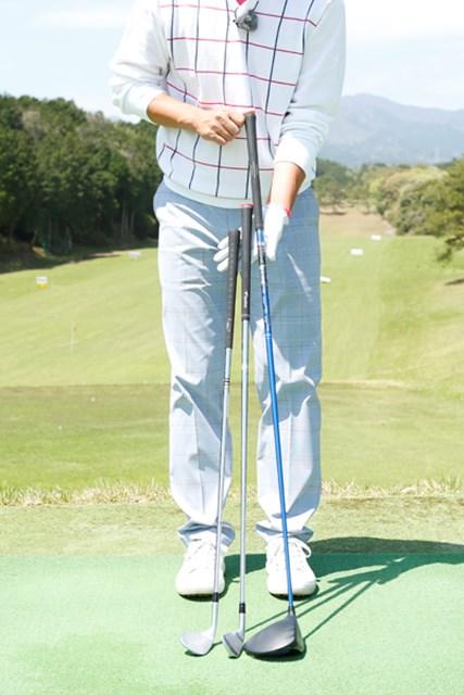 クラブの長さ、スイングアークに見合った、バランスの良い体の回転を得るためにスタンス幅を調整します