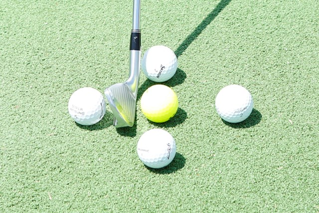 基準となるボールポジション(中央)に対して、前後左右4つのボールポジションがあります