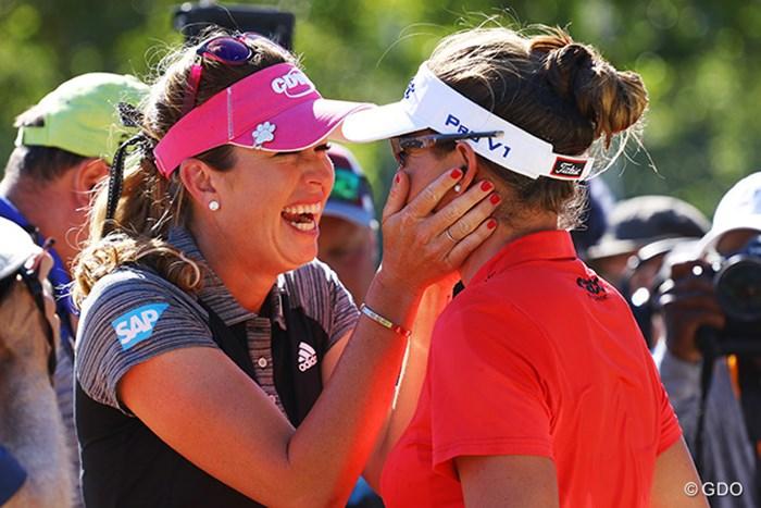 友達の勝利を素直に喜びあう光景は、いいね! 2016年 全米女子オープン 最終日 ブリタニー・ラング