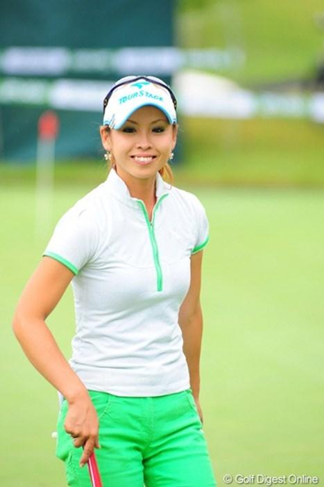 昨年プロ入りの那須愛理さん。ちょっと気になりませんか?何がじゃ~! 2009年 ゴルフ5レディースプロゴルフトーナメント初日 那須愛理