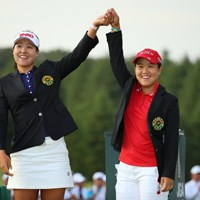 勝者を称えるアスリートの美しさ。 2016年 日本女子オープンゴルフ選手権競技 最終日 チョン・インジ