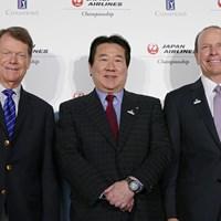 PGAチャンピオンズツアーが日本初開催。記者会見に出席した(左から)トム・ワトソン、日本航空の植木義晴代表取締役、PGAチャンピオンズツアープレジデントのグレゴリー・マクローリン氏 2017年 JAL選手権 事前 トム・ワトソン