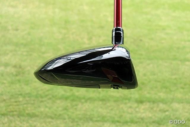 ヘッドは平べったく、ボールが上がりやすい形状