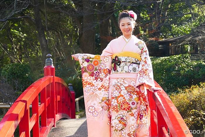 サーモンピンクを着こなしています 菊地絵理香