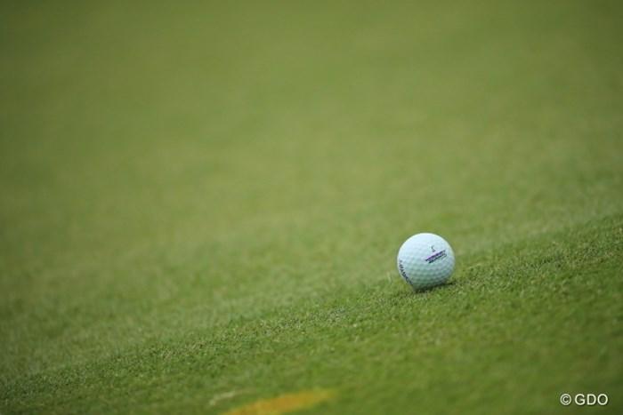 比嘉ちゃんのボール。タイトリストのロゴ上に2本のラインが。 2017年 ダイキンオーキッドレディスゴルフトーナメント 初日 比嘉真美子