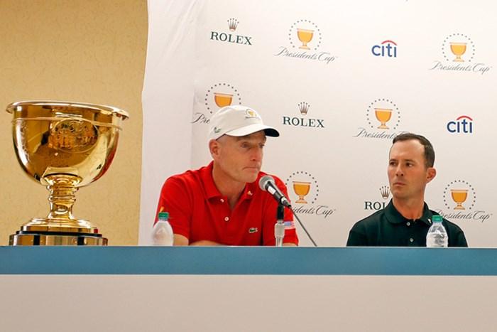 7日のキャプテン会議で副キャプテンの追加を発表。米国選抜はJ.フューリック(左)と世界選抜はM.ウィアが就任した(Justin K. Aller /Getty Images) 2017年 ザ・プレジデンツカップ 事前 ジム・フューリック(左)&マイク・ウィア