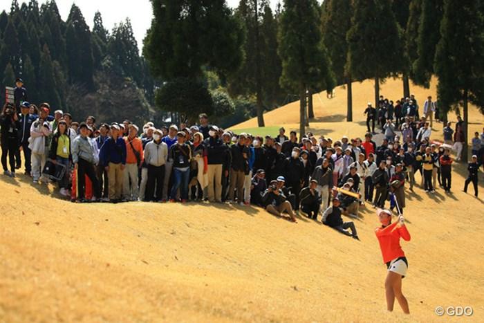 7番ティショットは左の崖下に。 2017年 Tポイントレディス ゴルフトーナメント 最終日 渡邉彩香