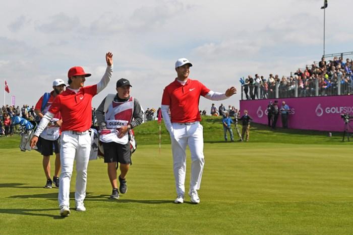 新たな試みが盛り込まれた今大会。優勝したデンマークを含め、多くの選手が競技を楽しんだようだ(Ross Kinnaird/Getty Images) 2017年 ゴルフシックス 最終日 トービヨン・オルセン&ルーカス・ビェルレガード