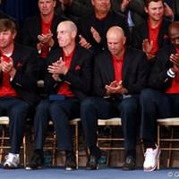 「エアジョーダン」を履いたマイケル・ジョーダン。開会式にコンバースを履いたL.グローバーはナイキのシューズを履いた 2009年 ザ・プレジデンツカップ最終日 閉会式