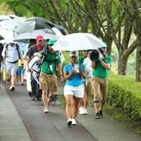 先頭を歩く!ように撮ってるのだ。 2017年 アース・モンダミンカップ 最終日 鈴木愛