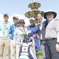 宮里藍を支える両親とトレーナー、メーカー担当者、マネージャーと記念写真 2017年 全米女子オープン 最終日 宮里藍