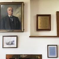 ウォラシーGCのクラブハウスにあるステーブルフォード博士のコーナー ステーブルフォード博士