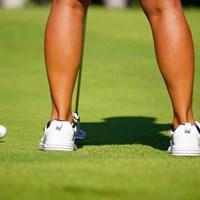 勢いよく打ち放たれたMAMIKOオンネームボール。 2017年 日本女子オープンゴルフ選手権競技 2日目 比嘉真美子
