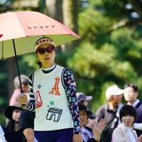 今日は雨傘ならぬ日傘。 2017年 日本女子オープンゴルフ選手権競技 2日目 李知姫