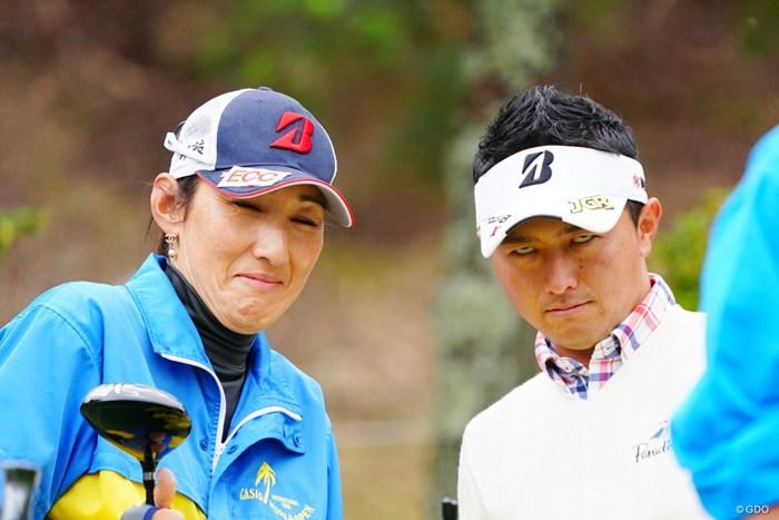 緊張感たっぷりのお二人。 2017年 カシオワールドオープンゴルフトーナメント 最終日 片岡大育