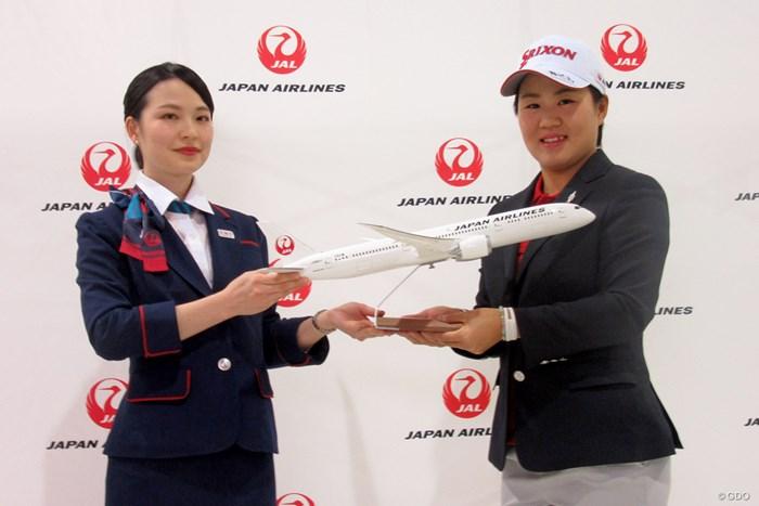 畑岡奈紗(右)がJALと契約。心強いサポートを得て米2年目のシーズンに臨む 2018年 畑岡奈紗