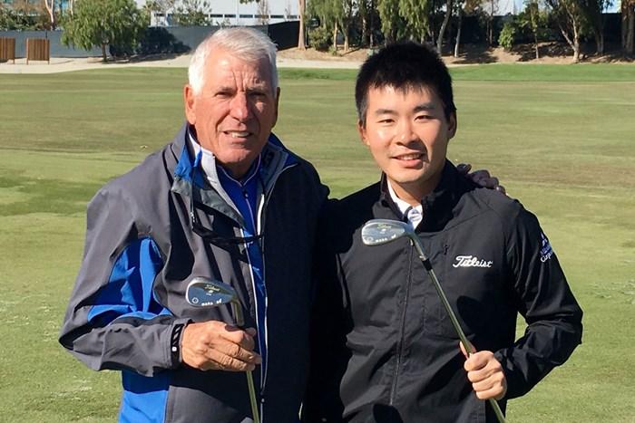 今週は米国のテストセンターへ。隣のボブ・ボーケイさん(左)はウェッジづくりの巨匠です 2018年 川村昌弘とボブ・ボーケイ氏(左)