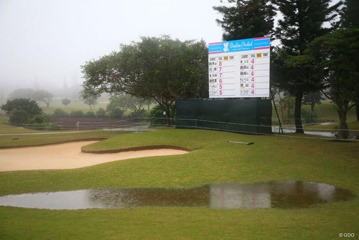 3日目は朝から強い雨と霧が発生してスタートができていない 2018年 ダイキンオーキッドレディスゴルフトーナメント 3日目 コース
