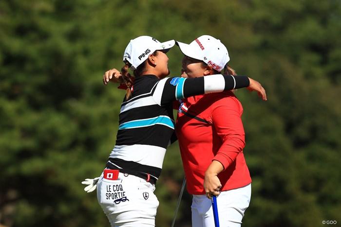 この高い位置で争う二人だからこそお互いを称え合う 2018年 ヨコハマタイヤゴルフトーナメント PRGRレディスカップ 最終日 アン・ソンジュ
