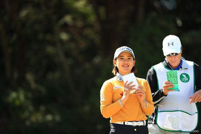 カメラ見てニッコリ、かわいいね~ 2018年 アクサレディスゴルフトーナメント in MIYAZAKI 2日目 永井花奈