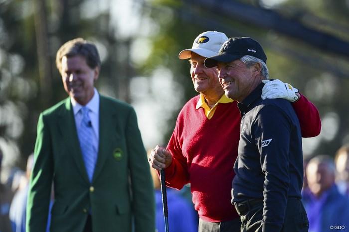 名誉スターターを務めたジャック・ニクラスとゲーリー・プレーヤー。今年もゴルフの祭典が始まった 2018年 マスターズ 初日 ジャック・ニクラス ゲーリー・プレーヤー