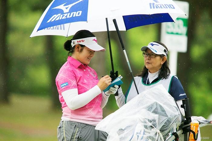 おかあさん、きょうは雨だね 2018年 KKT杯バンテリンレディスオープン 2日目 川岸史果