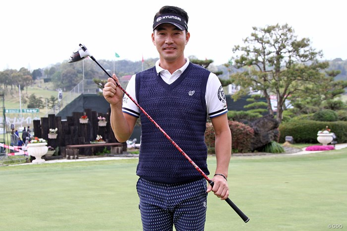 Reveのシャフトを使用するキム・ヒョンソン。鮮やかなカラーリングもお気に入り 2018年 パナソニックオープンゴルフチャンピオンシップ 事前 キム・ヒョンソン