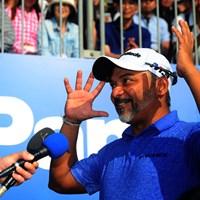 「コンヤは、ウーロンハイでオイワイで~す」と笑顔で挨拶。 2018年 パナソニックオープンゴルフチャンピオンシップ 最終日 ラヒル・ガンジー
