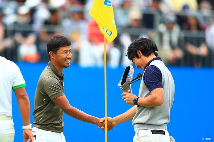 石川遼(右)は2日連続の18番ダブルボギーにがっくり… 2018年 中日クラウンズ 2日目 小平智 石川遼