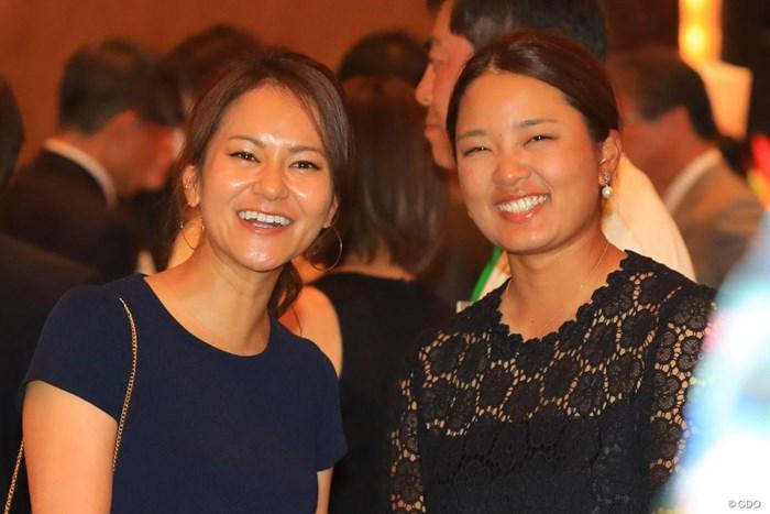宮里藍(左)と鈴木愛 2018年 ワールドレディス選手権 サロンパスカップ 事前 宮里藍 鈴木愛