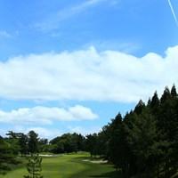 15番セカンド後方から 2018年 関西オープンゴルフ選手権競技 最終日 片山晋呉
