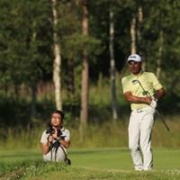 撮影するカメラマンも必死です 塚田好宣/24時間ゴルフ