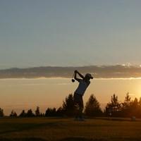 23時過ぎ。太陽は地平線近くにあるが、まだ明るい 中山三奈/24時間ゴルフ
