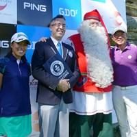 挑戦を終えて、サンタクロース、ギネス世界記録認定員とともに記念撮影 2018年 24時間ゴルフ 表彰式 塚田好宣 中山三奈