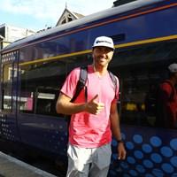 ローカル線の電車を降りたら、ダスティン・ジョンソンの弟でキャディのオースティンとばったり! 2018年 全英オープン 事前 オースティン・ジョンソン
