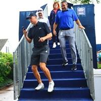 ショートパンツ姿でコースを回るスピース。大会は2017年から練習日に限り着用を許可している 2018年 全米プロゴルフ選手権 事前 ジョーダン・スピース
