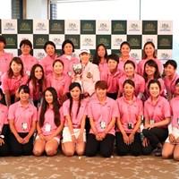 ルーキープロと集合写真 2018年 日本女子プロ選手権大会コニカミノルタ杯 最終日 申ジエ