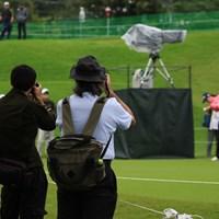 練習日はギャラリーも撮影OK。本格的なカメラを持った人も 2018年 日本女子オープンゴルフ選手権競技 事前 カメラマン