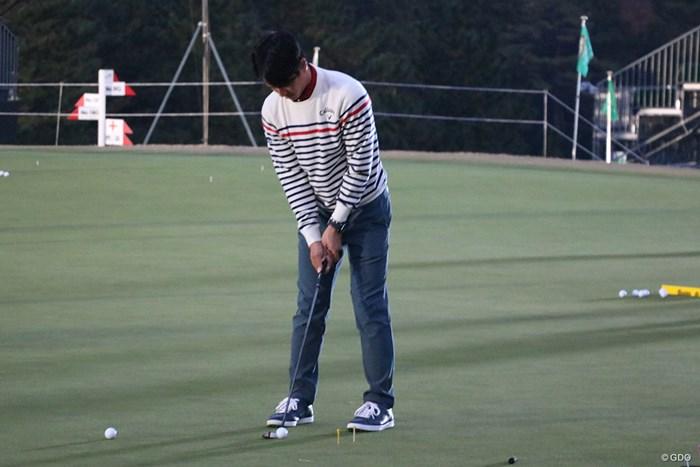 石川遼はプロアマ戦をプレー後、暗闇の中パターの練習をした 2018年 ゴルフ日本シリーズJTカップ 事前 石川遼