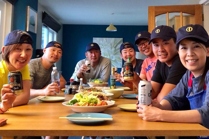 全英オープンでのディナー。一番右が母、真ん中奥に座っているのが父です 川村昌弘