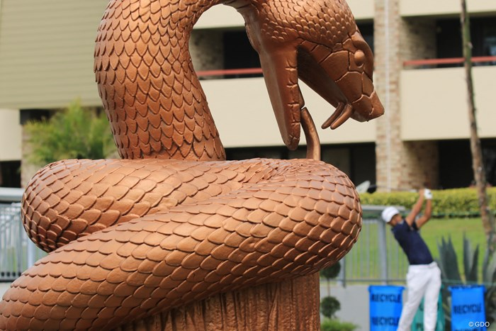 """16番から始まる""""スネークピット""""3ホール。入り口には蛇の銅像がある 2019年 バルスパー選手権 事前 小平智"""