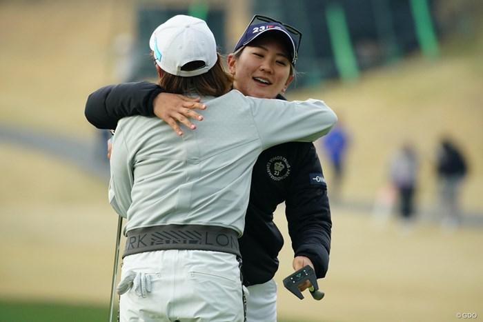 寒いから温め合おうよ! 2019年 Tポイント×ENEOSゴルフトーナメント 初日 成田美寿々