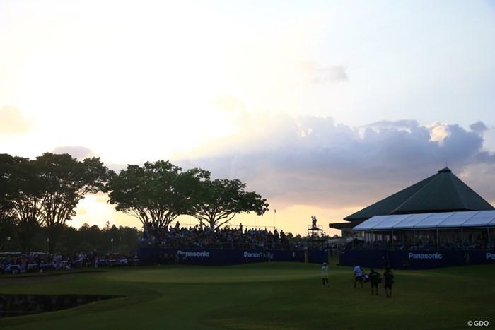 18番へ、日没も近い 2019年 パナソニックオープンレディースゴルフトーナメント 最終日 勝みなみ