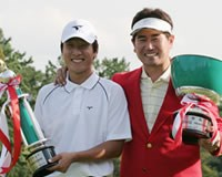 伊藤涼太を抑えベストアマに輝いた金庚泰(左)と、大会レコードで優勝したY.E.ヤン(右)。 2005年 プレーヤーズラウンジ 金庚泰 Y.E.ヤン
